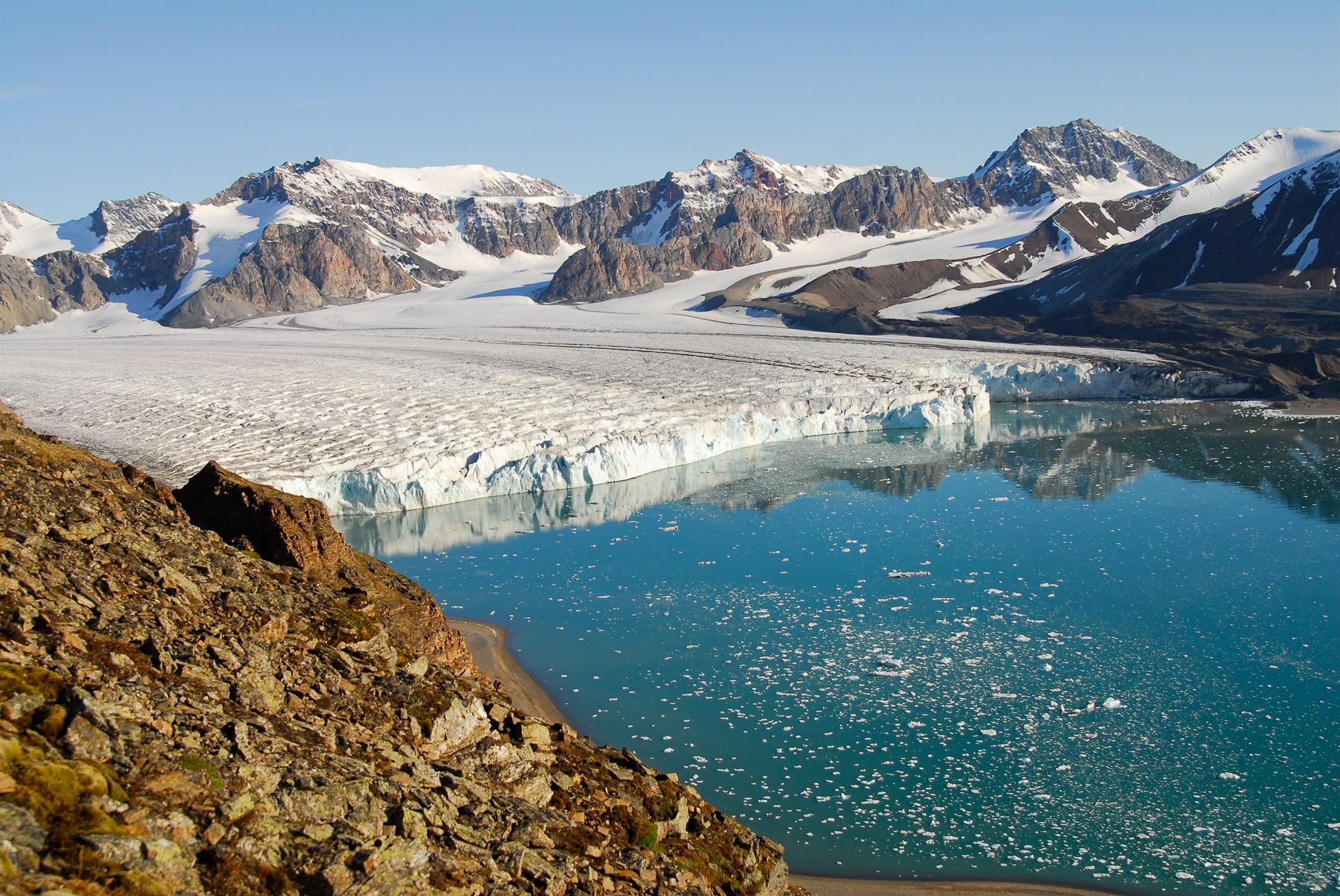 glacier-mouth-krossfjorden-svalbard_e178-2200x1472px