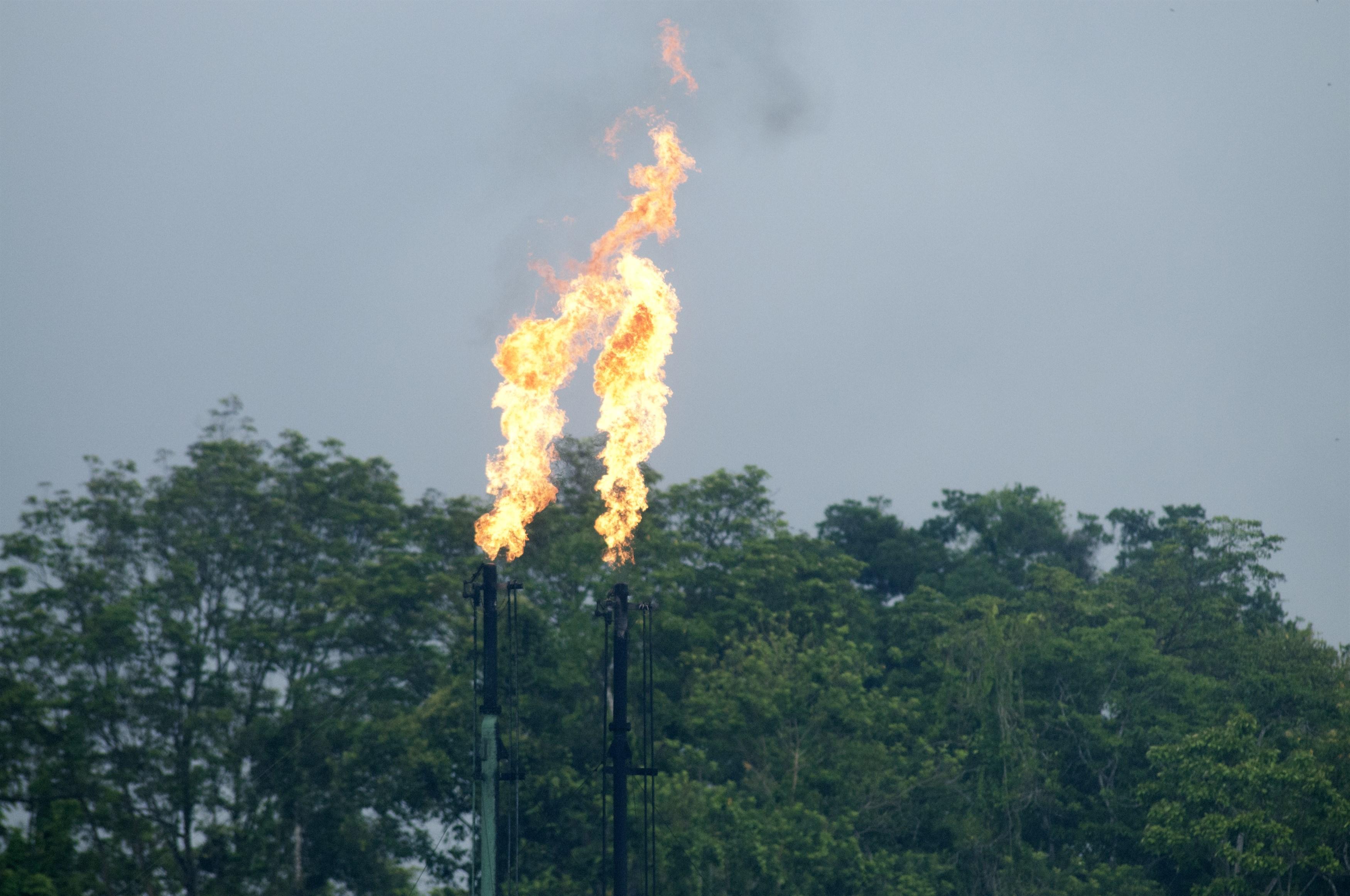 gas-flaring-at-oil-drilling-site-on-the-napo-river-amazone-ecuador_bc0e-3500x2324px