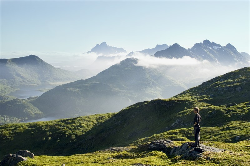 hiking-on-the-lofoten-islands_dc70-800x533px