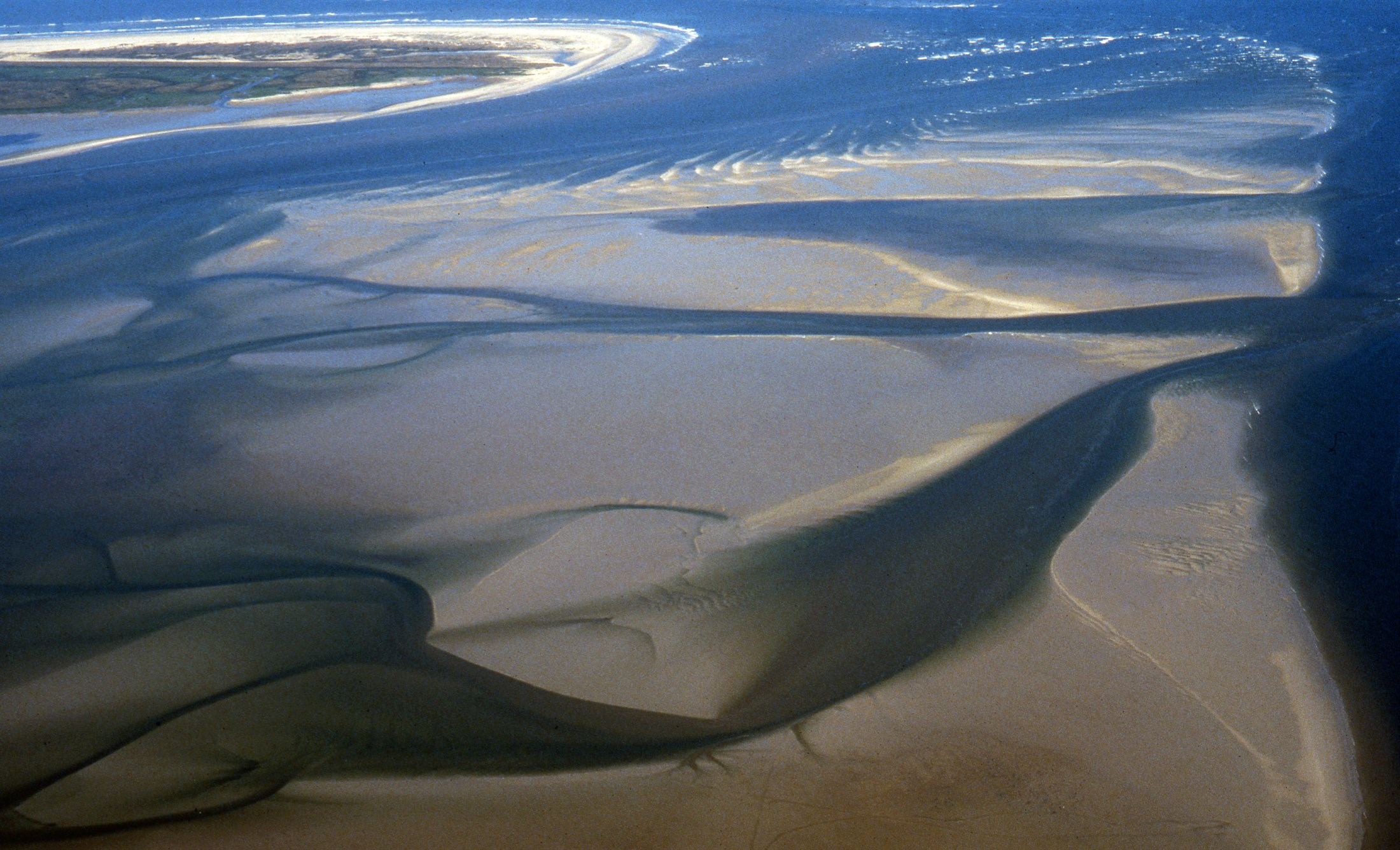 todal-mudflats-and-creeks-norderney-lower-saxony-wadden-sea-national-park-germany_ce45-2200x1336px
