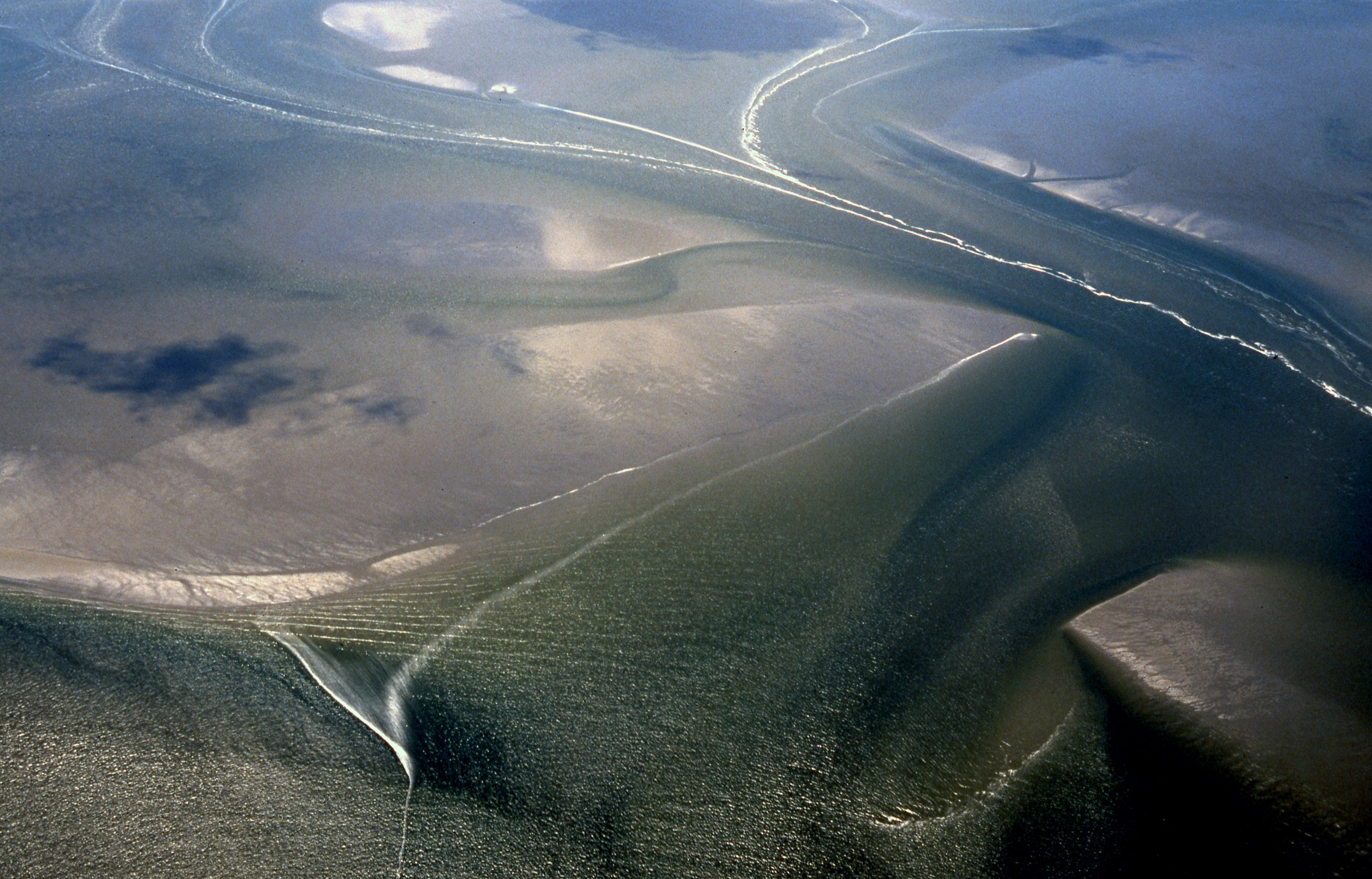 todal-mudflats-and-creeks-lower-saxony-wadden-sea-national-park-germany_4ec7-2200x1410px