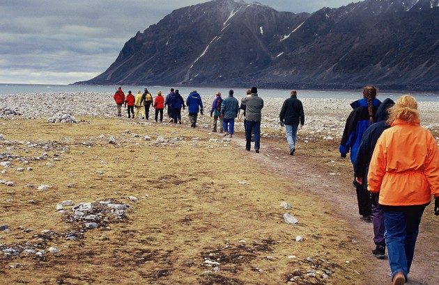 well-managed-tourists-in-magdalena-fjord-spitzbergen_7761-2036x1371px